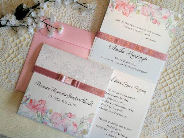 Zaproszenia komunijne perłowe z różowymi kwiatami
