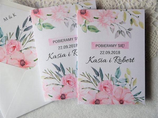 Zaproszenia Pudrowe Kwiaty z podklejaną kopertą