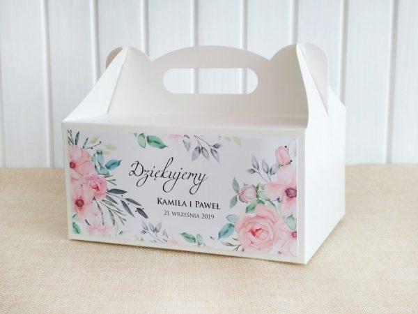 Pudełka na ciasto weselne białe – pudrowe kwiaty