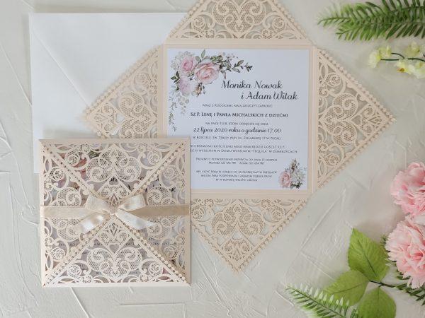 Zaproszenia ślubne – ażurowe z motywem kwiatowym