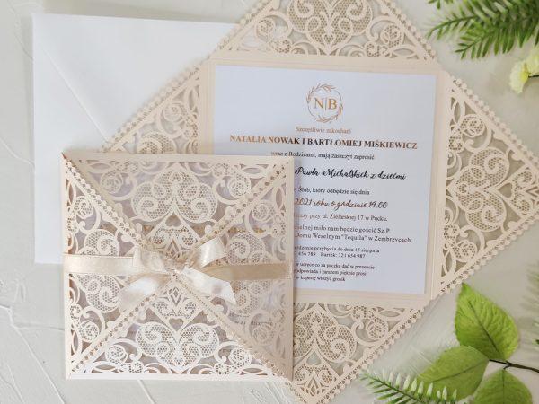 Zaproszenia ślubne – ażurowe złocone z kokardką