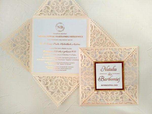 Zaproszenia ślubne ażurowe z transparentną obwolutą