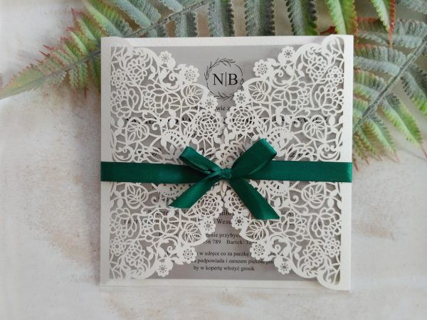 Zaproszenia ślubne ażurowe z zieloną wstążką